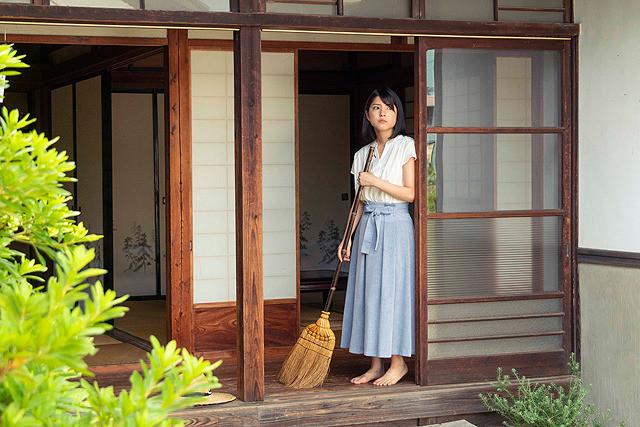 川島海荷の「箒」の画像
