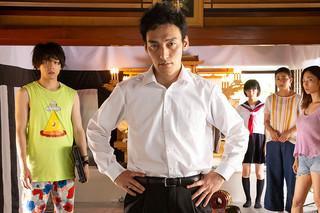 台風家族の映画評論『シニカル&コミカルに描き出す「家族あるある」。底にあるのはヒューマニティー』