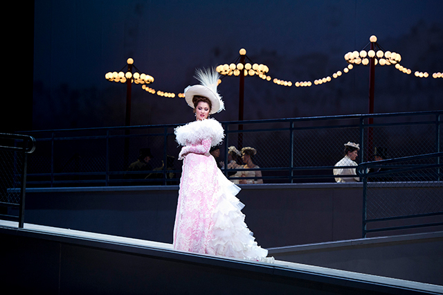 リゼット・オロペーサの「METライブビューイング2019-20 マスネ「マノン」」の画像