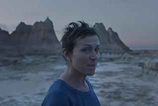 ノマドランドの映画評論『厳しさを超えてなお、かけがえのないロマンを探求する、現代のノマド生活への讃歌』