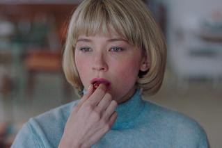 """Swallow スワロウの映画評論『ただならぬスリルとエロスを湛え、異物を""""飲み込む""""ヒロインが物語るものとは?』"""