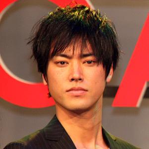 凛とした表情の桐谷健太のかっこいい画像