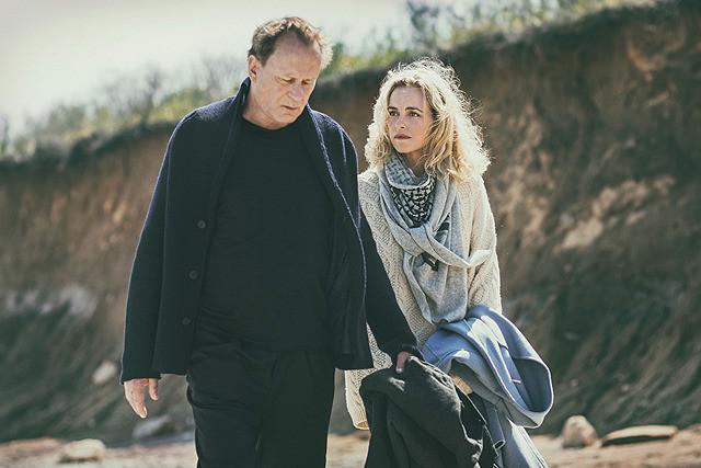 男と女、モントーク岬での映画評論・批評