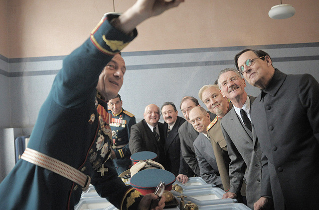 スターリンの葬送狂騒曲の映画評論・批評