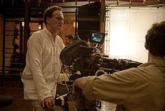 チャイナ服で撮影中のタランティーノ