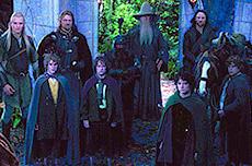 各種族の代表で結成された9人の「旅の仲間」(後列左より)レゴラス、ボロミア、ギムリガンダルフ、アラゴルン(前列左より)メリー、ピピン、フロド、サム