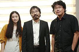 (左から)蒼井優、香川照之、ポン・ジュノ監督