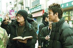 世紀の大作を手がける堤幸彦監督(左)