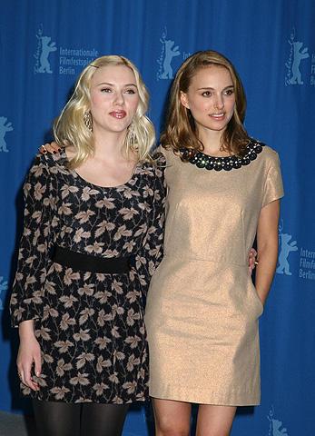 ベルリン映画祭に仲良く登場した ナタリー&スカーレット