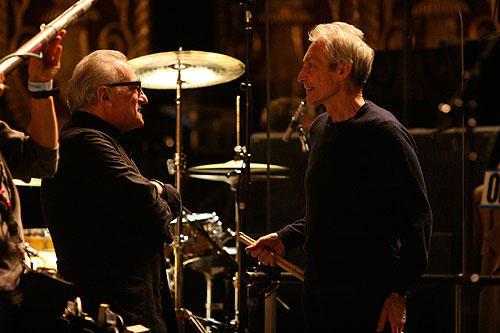 バンド内最高齢67歳のチャーリー・ワッツ(右)