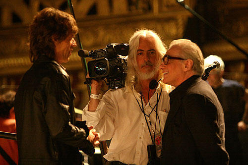 中央が撮影監督のロバート・リチャードソン。 彼の他にも一流キャメラマンが参加