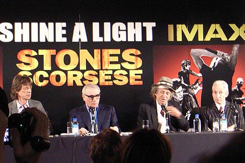 会見中のミック、スコセッシ、 キース、チャーリー(左から)