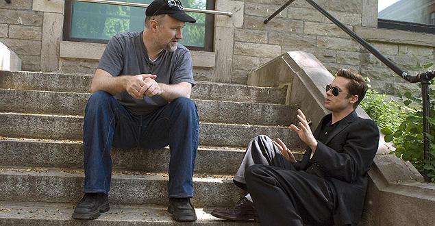 撮影中のフィンチャー監督とブラッド・ピット。毎回違ったテイストの作品を作るように心がけているという