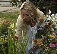 ダイアナを取り囲む花々の意味は…?