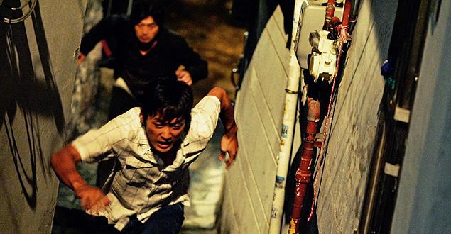 全編息詰まる緊張シーンの連続。ソウル市街を駆けめぐる大追跡のあとには衝撃のラストが待ち受ける!
