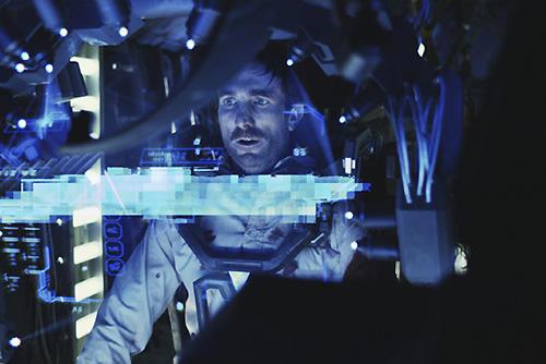 「アイアンマン」を思い起こさせる エビのロボット内部