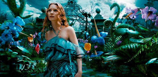 アリスは幼い日に地下世界を訪れた記憶をなくしているが…