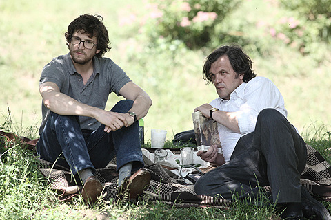 同じ父親としてピエール(左)と友情を温めていく