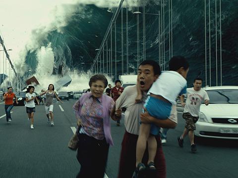 こんな津波に襲われたら、ひとたまりもない!?