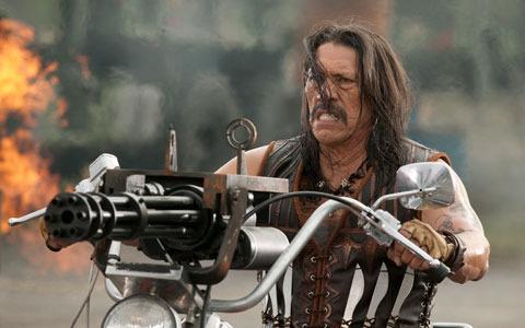 """ガトリングガンを積んだビッグバイクは、 まさに""""B級魂""""の権化だ"""