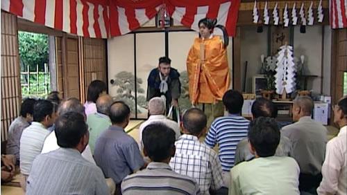 選挙戦の組織票戦略のメタファーとして登場する神社
