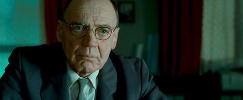 ユルゲン役は「ヒトラー 最後の12日間」 のブルーノ・ガンツ