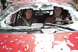 アレンの愛車(エコカー)を大破させながらも巨大な悪に迫っていく2人