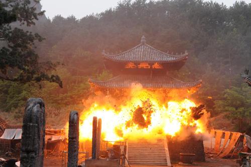 少林寺が砲弾の雨に晒されるクライマックス