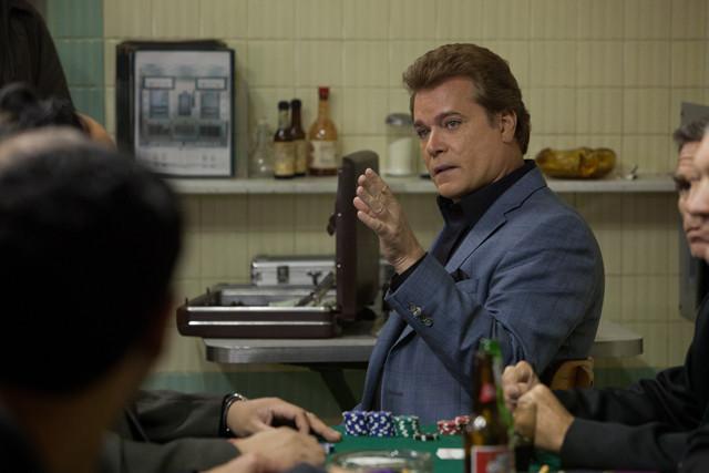 賭場の支配人として登場するレイ・リオッタ