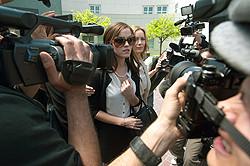 逮捕後メディアに登場したメンバーは一躍注目の的に