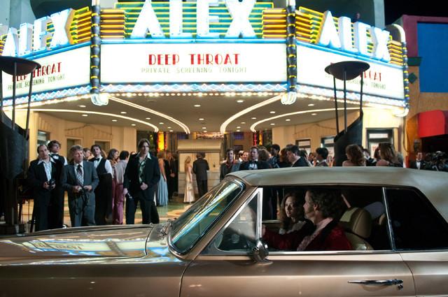 劇場に詰め掛けた観客の中にはあの有名人たちが……