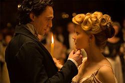 米女性が謎の英国紳士にひかれるが……