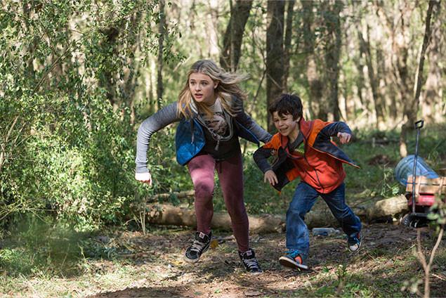 キャシーと弟サムにも湖から押し寄せる濁流が迫る!