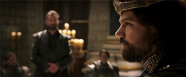 オークを迎え撃つ人間側の王を演じるのは、「ドラキュラZERO」のドミニク・クーパー