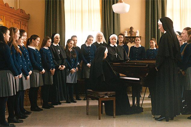 廃校を迫られた教師と女生徒たちが、「音楽の力」を信じて立ち上がる!