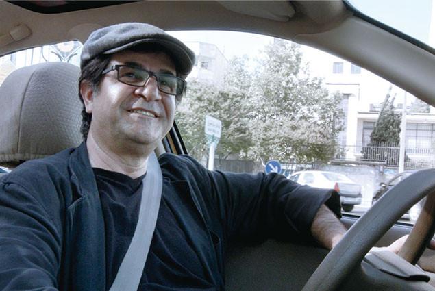 イランの社会派監督が、自らタクシーのハンドルを握って車載カメラで撮影を敢行!