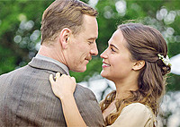アリシア・ビカンダー、マイケル・ファスベンダーが実際の愛を育んだラブストーリー