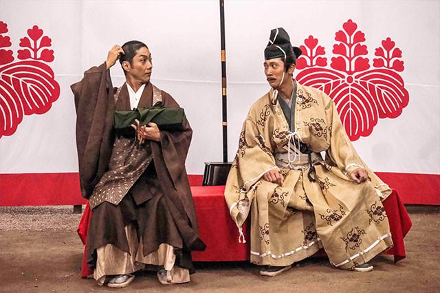 コミカルな演技もお手のもの、野村萬斎と佐々木蔵之介の掛け合いにも注目