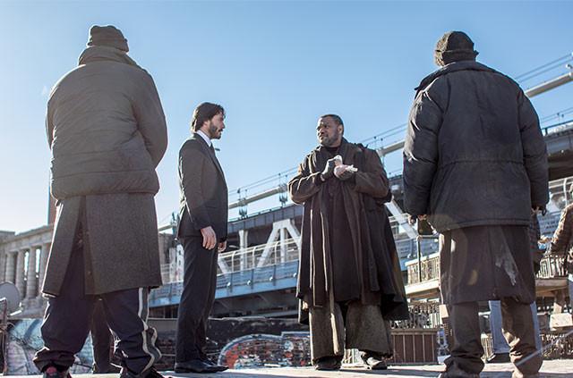 ニューヨークの裏社会を取り仕切るキング(フィッシュバーン)は、ジョンに情報を提供