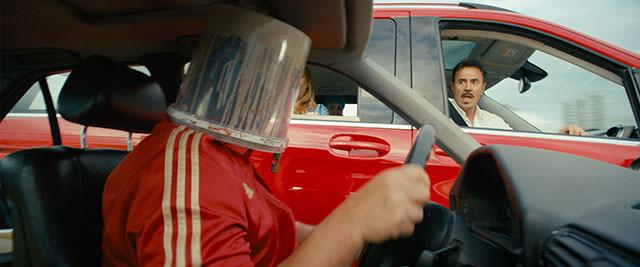 「ハイウェイで車が暴走」というワンアイデアを最大限に膨らませ、幅広い支持を獲得