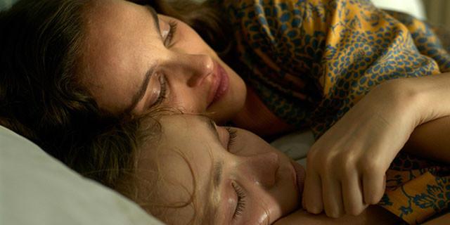 頼る者もなく、たった2人で支えあって生きてきた姉妹のきずなを息のあった演技で表現