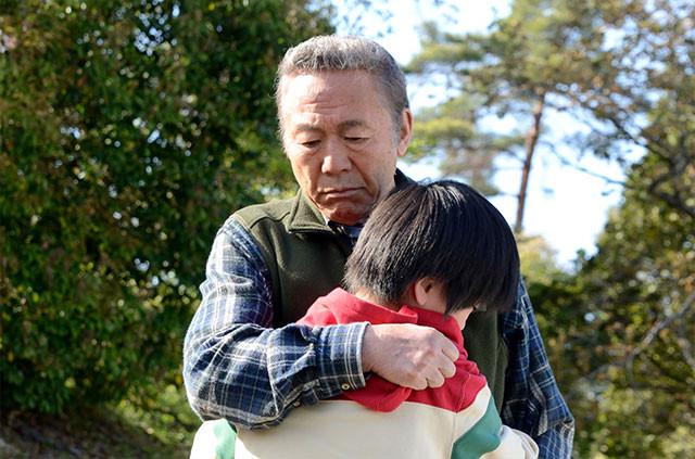 心に傷を負った少年と実直な職人の交流を感動的に描いた、小林稔侍の初主演作