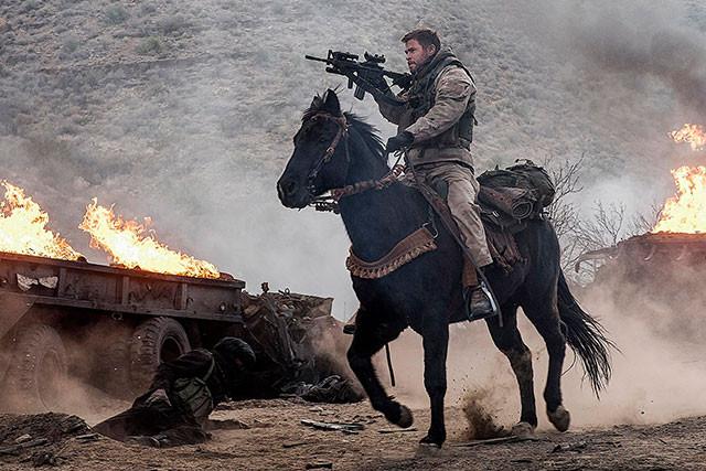 米軍騎馬隊(グリーンベレー)の壮絶な戦いを、手加減一切なしの迫力の映像で活写