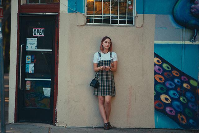 ニューヨークへの大学進学を夢見る、地方暮らしの17歳・女子高校生が主人公!