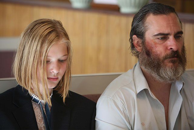 行方不明者捜索のプロ、ジョー(右)は、議員の娘ニーナ(左)を救出するが……