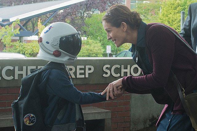 「僕は10歳、普通の子じゃない」オギーが家族と離れ、ついに小学校への一歩を踏み出す