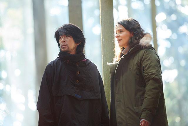 (左から)河瀬作品常連の永瀬正敏と、出演を熱望したオスカー女優J・ビノシュが共演
