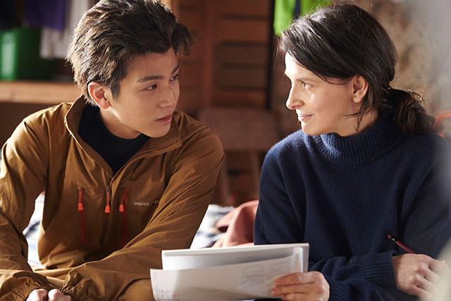 鈴(左・岩田)とジャンヌ(右・ビノシュ)の関係性にも、大いに心ひかれてしまう