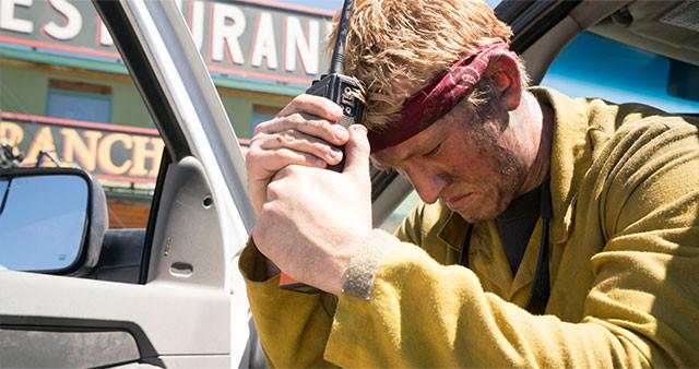 2013年にアメリカ・アリゾナ州で起こった実際の山火事を基に、壮絶なドラマを描き出す