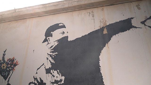 神出鬼没! 思わぬ場所に突然出現するバンクシーのアートは、反権力の精神にあふれる
